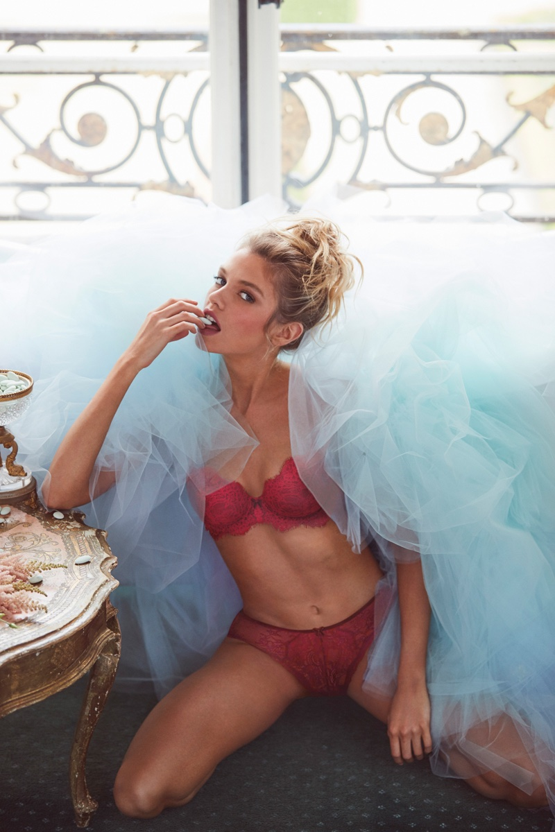 Stella Maxwell fronts Victoria's Secret Beautiful Holiday 2016 campaign