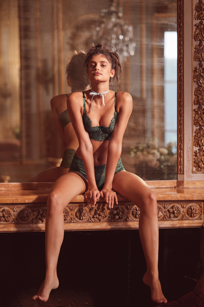 603b3f7c73 ... Taylor Hill poses in Victoria s Secret Cropped Bustier Uplift Lace Bra