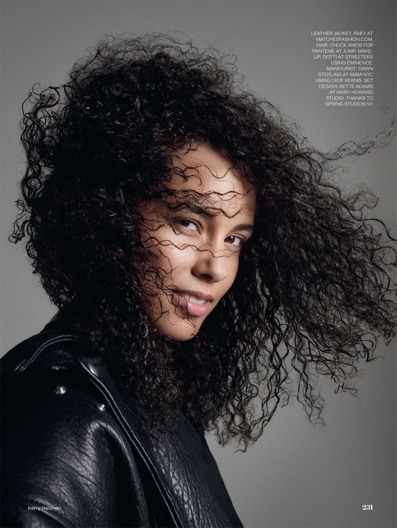 Showing off a curly hairstyle, Alicia Keys is a natural beauty