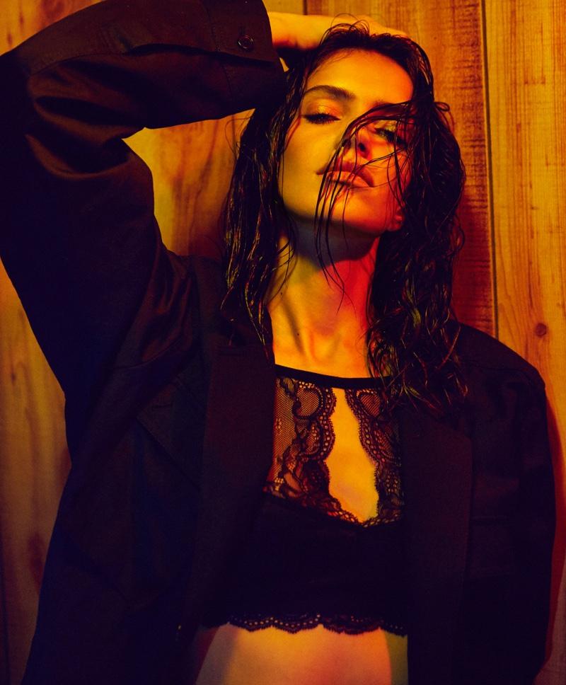 Model Amanda Wellsh poses with wet hairstyle