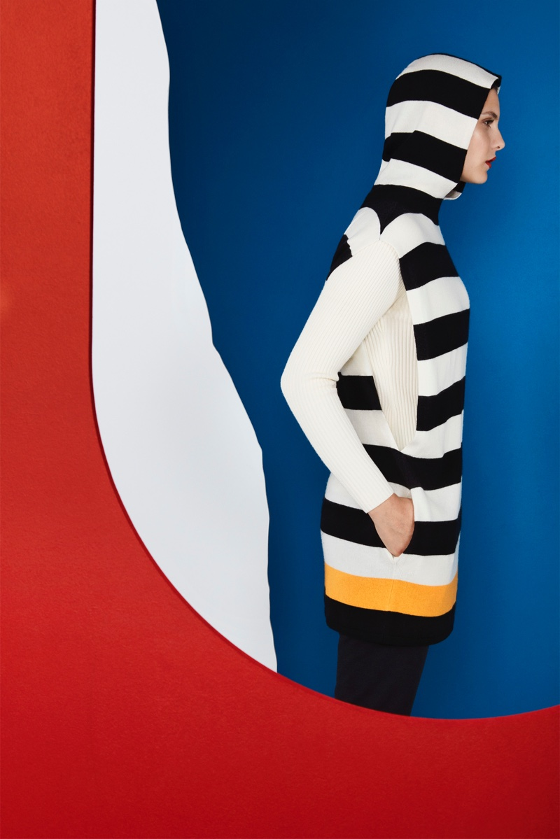 Jaeger Après Ski collection spotlights the Block Stripe Hooded Tabard