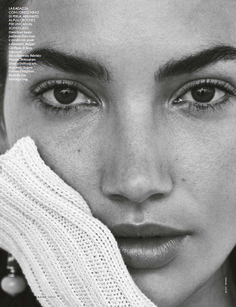 Lily Aldridge looks all natural in this closely cropped shot