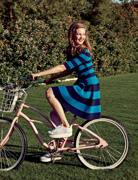 Lindsey Wixson Embraces Sunny Style for Bergdorf Goodman's Resort Catalog