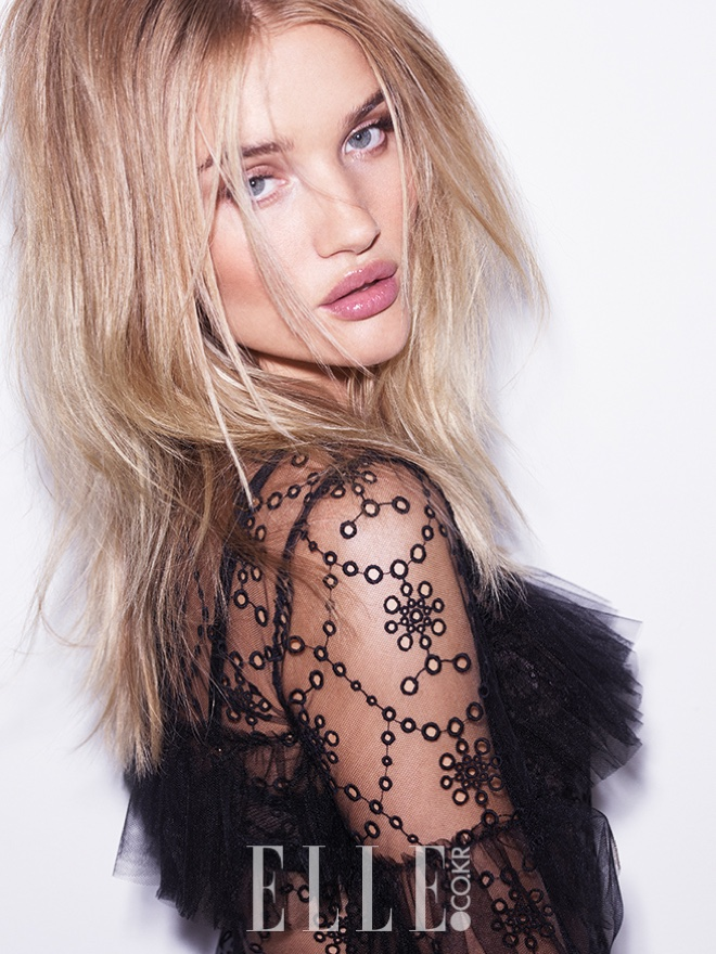 Model Rosie Huntington-Whiteley wears her hair in messy waves with Burberry dress