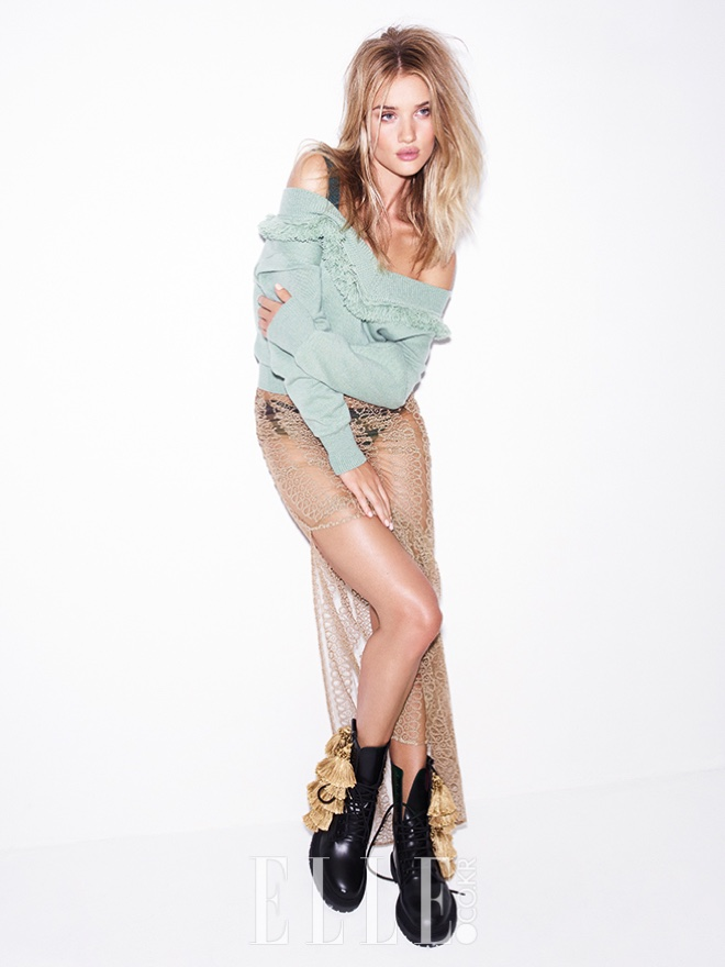 Serving grunge vibes, Rosie Huntington-Whiteley wears ruffled sweater, lace skirt and combat boots from Burberry