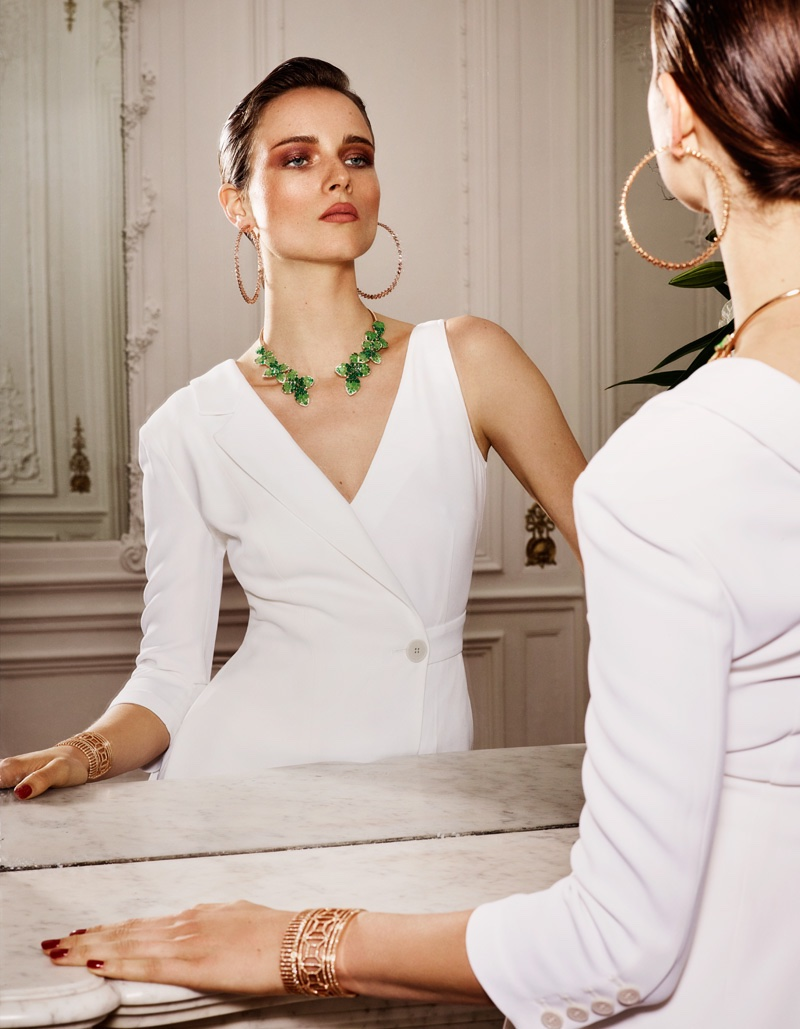 Looking in the mirror, Anna de Rijk poses in one-sleeve Elisabetta Franchi jacket