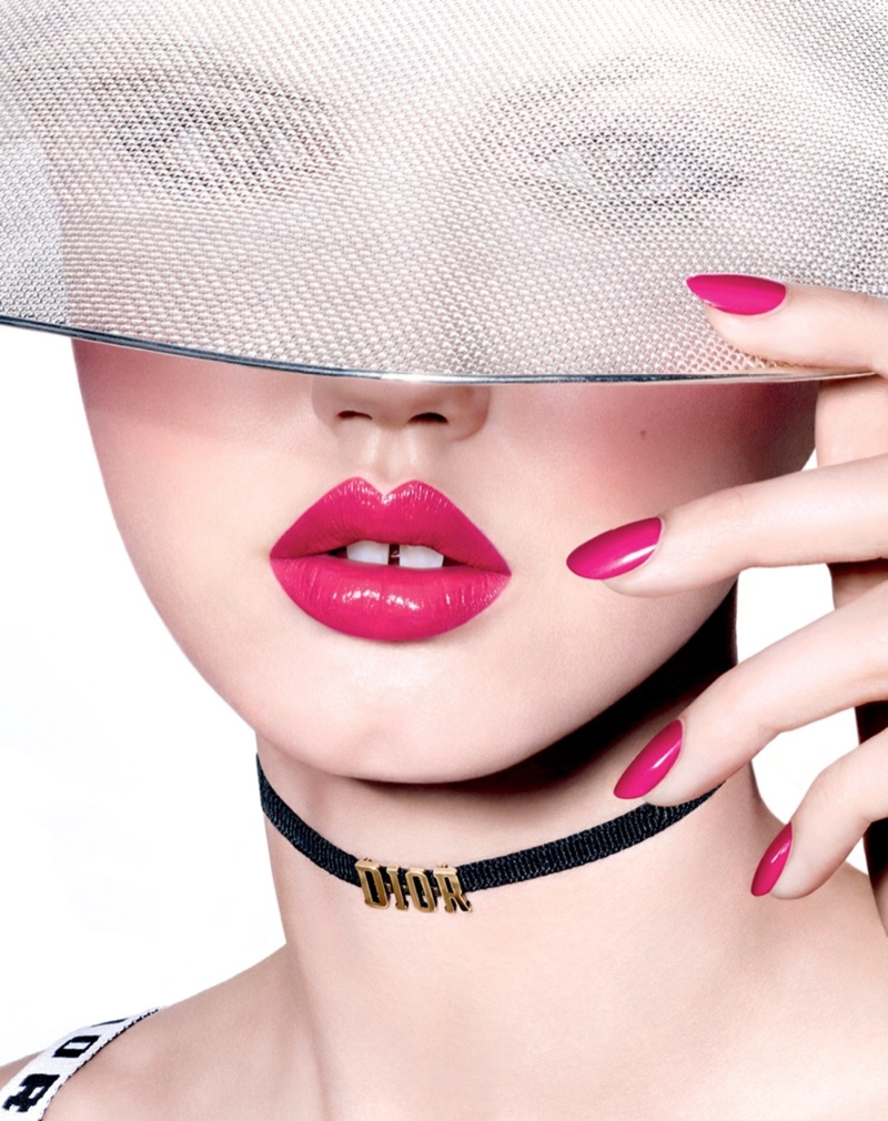 Model Lindsey Wixson stuns with hot-pink lipstick and matching manicure