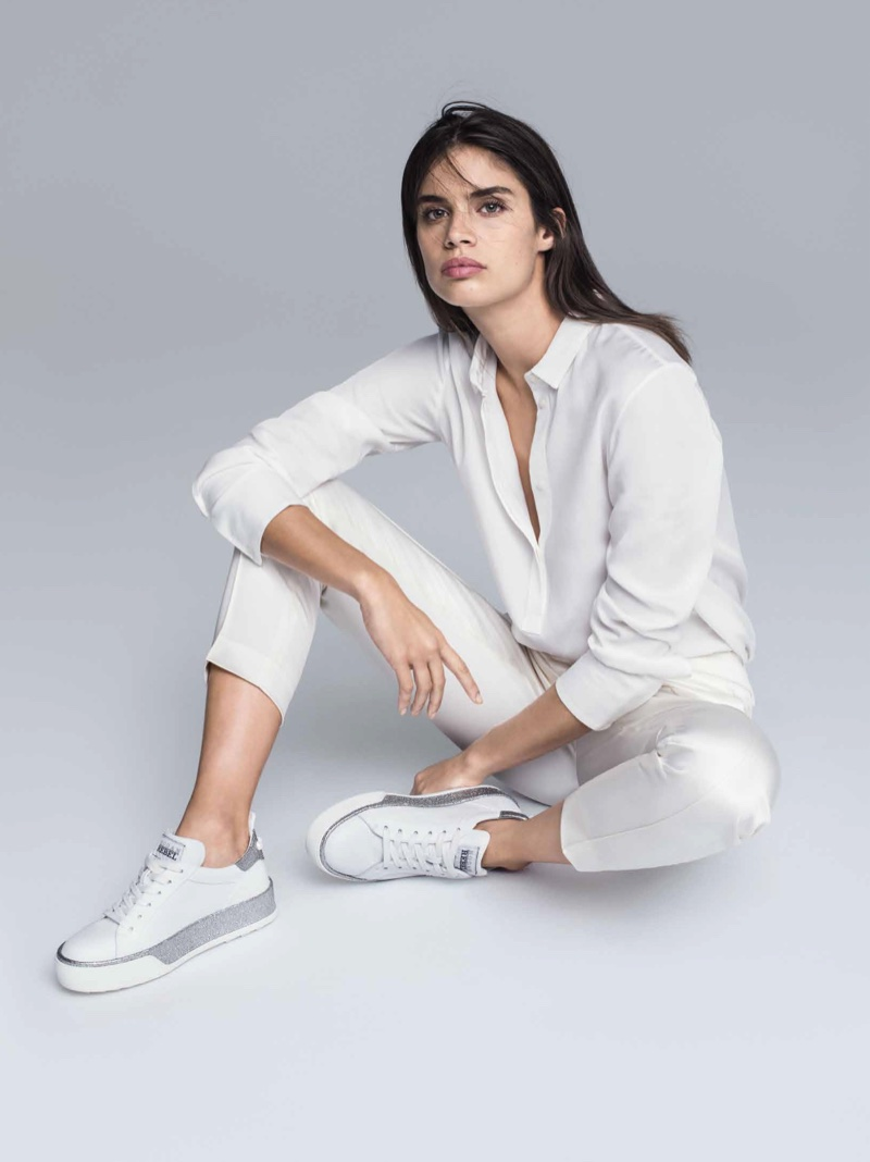 Keeping it casual, Sara Sampaio wears white sneakers in Hogan's spring 2017 campaign