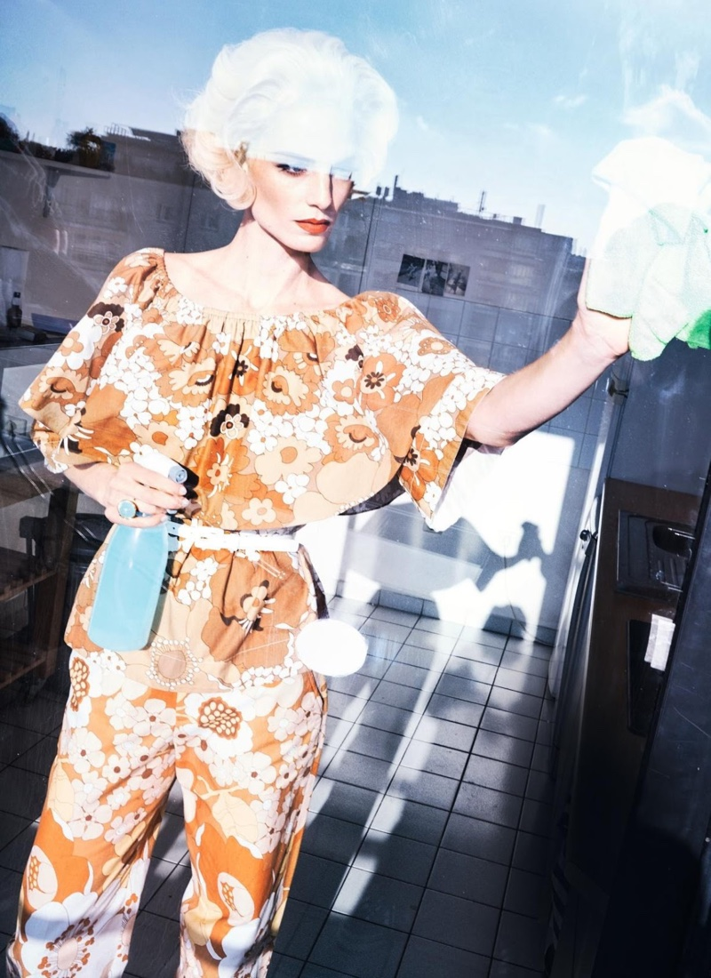 Cleaning windows, the model looks chic in floral outfit
