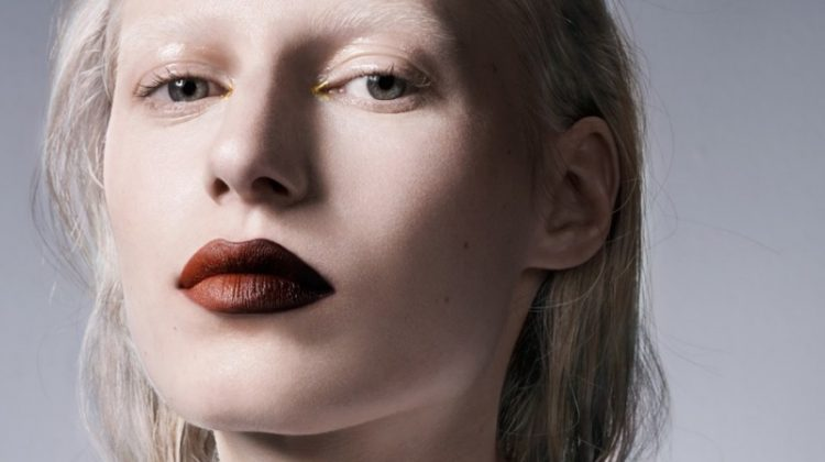 Embracing an ombre effect, Julia Nobis delivers a two-toned pout