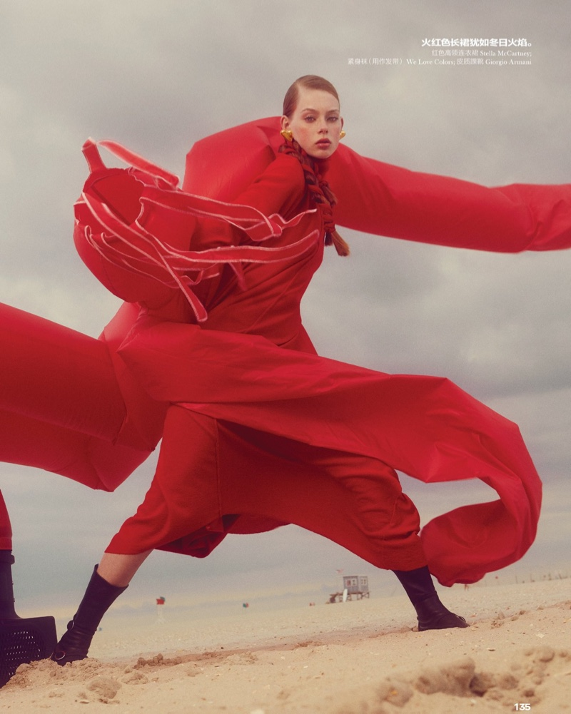 Lauren de Graaf does dynamic poses in the fashion editorial