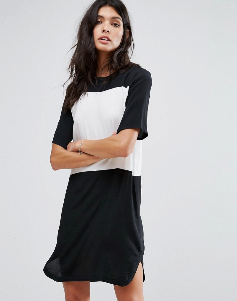 ecba507286b3 Have a casual moment in this contrast t-shirt dress from Mango