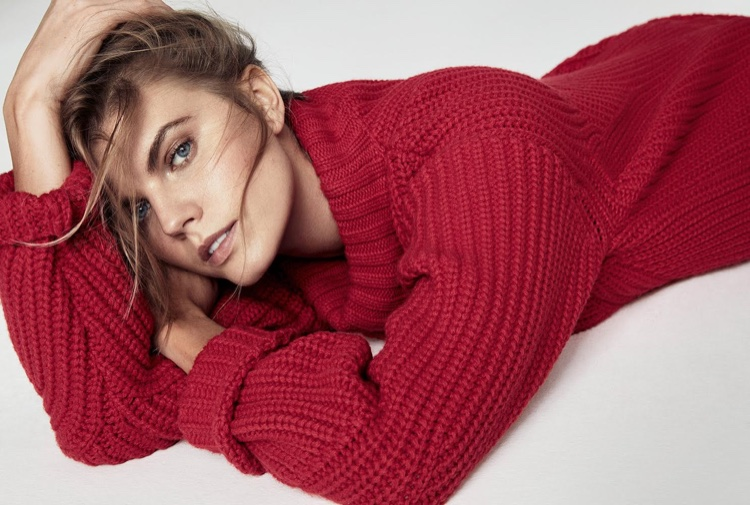 Maryna Linchuk gets covered up in DSquared2 sweater