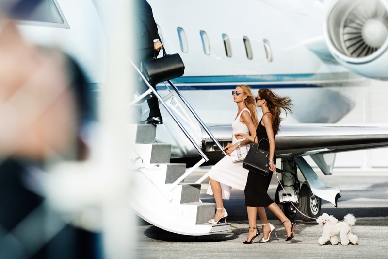 Mario Testino captures a jet set scene for MICHAEL Michael Kors' spring 2017 campaign