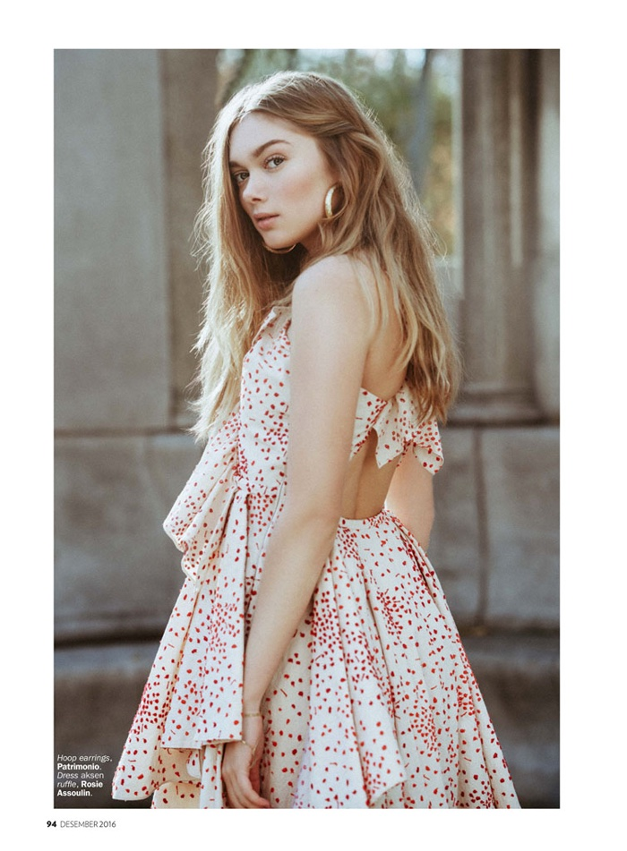 The blonde poses in Rosie Assoulin ruffled dress