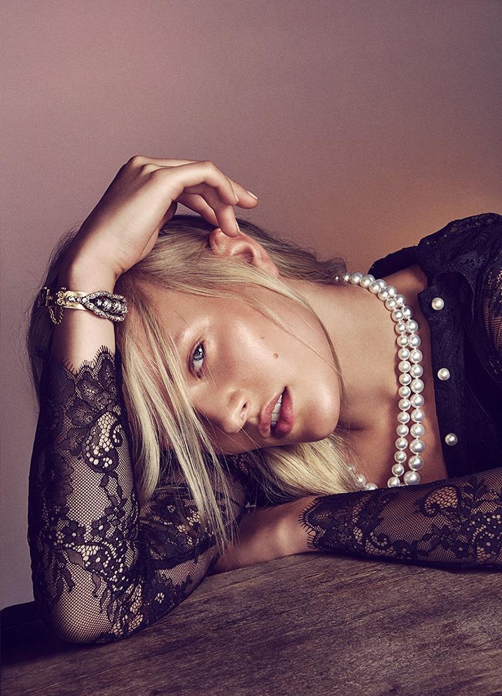 Vivien Wysocki Shines in Mujer de Hoy Jewelry Spread
