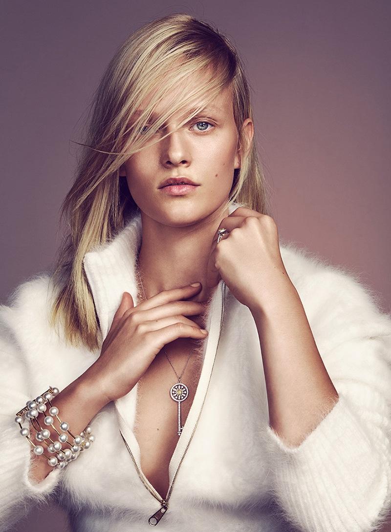 Model Vivien Wysocki zips up in fuzzy sweater