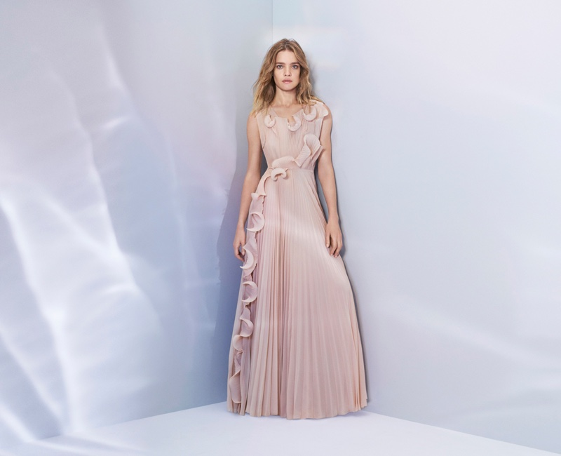 By combining the latest in sustainable fabric innovation with designs inspired by the creative home of the Swedish artists Karin and Carl Larsson, the H&M Conscious Exclusive collection is a thoroughly modern expression of beautiful craft and powerful femininity.