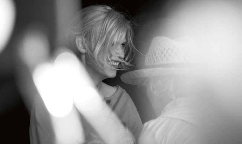 Lara Stone laughs behind-the-scenes at Marc O'Polo's spring 2017 campaign