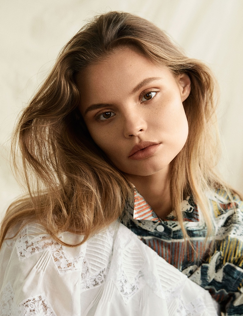 Magdalena Frackowiak wears her hair in mussed waves