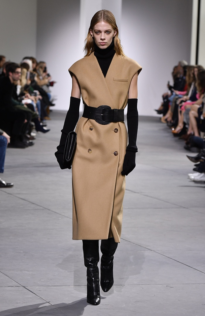 3922d3920382 Sleeveless coat and elbow-length gloves from Michael Kors Collection  fall-winter 2017