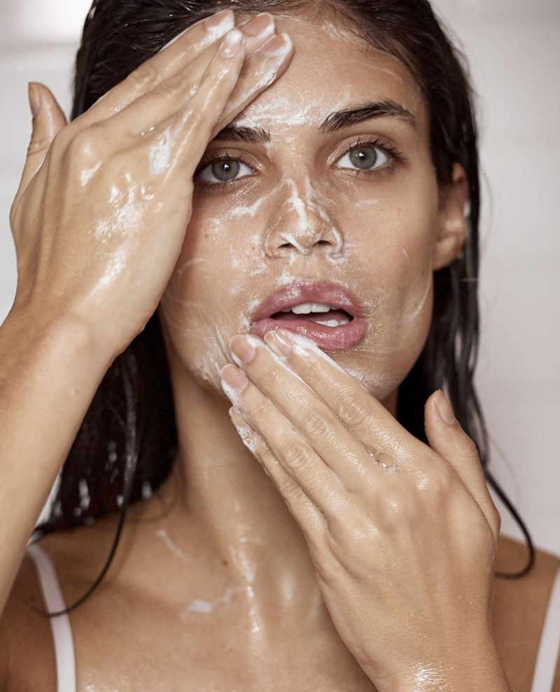 Washing her face, Sara Sampaio shows off a skincare routine