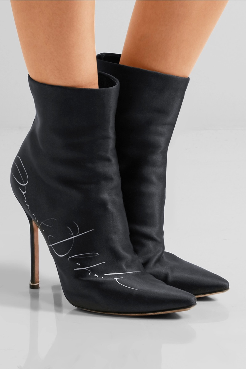 shop vetements x manolo blahnik shoe collection