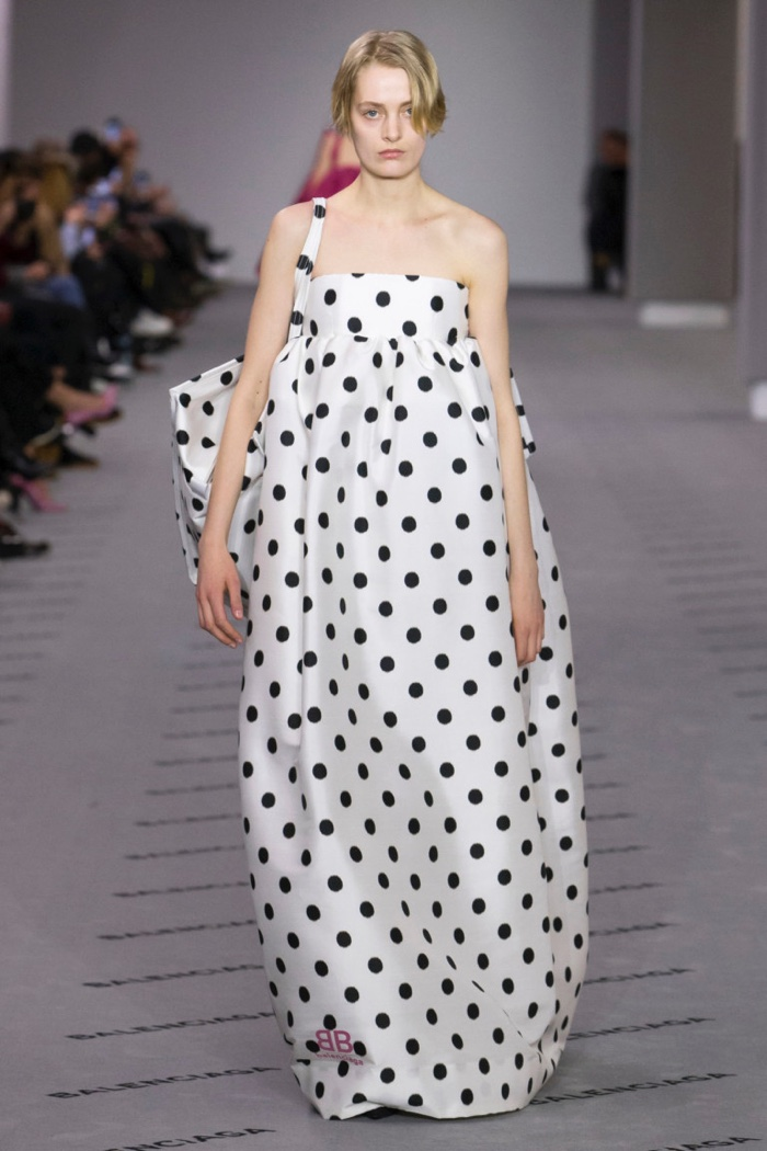 Strapless polka dot print gown and matching tote bag from Balenciaga's fall-winter 2017 collection