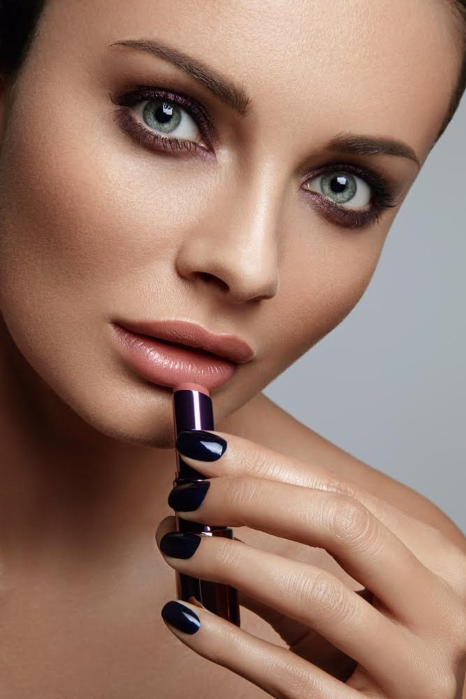 Martyna models nude lipstick shade