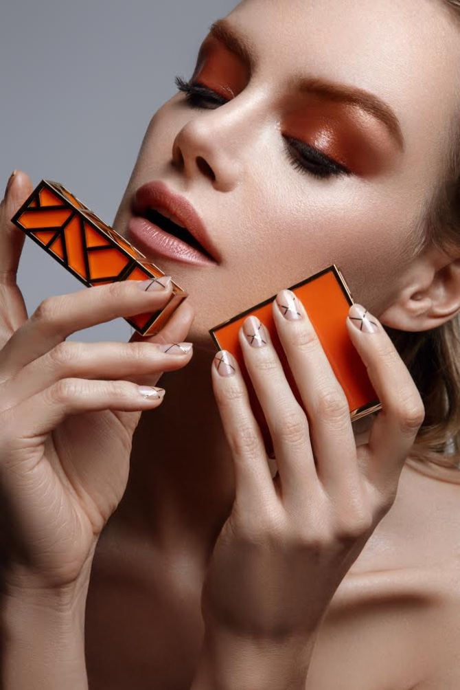 Mila Filatova models bronzed eyeshadow look