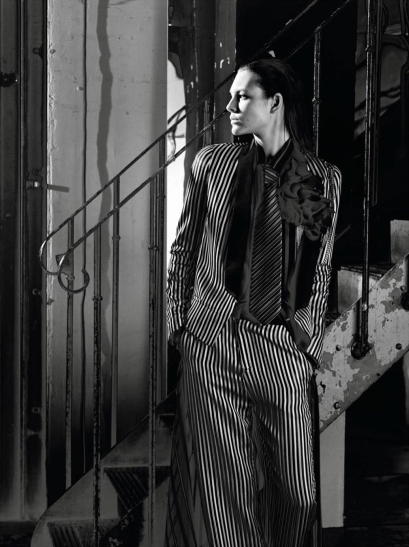 Vittoria Ceretti suits up in striped pantsuit and tie