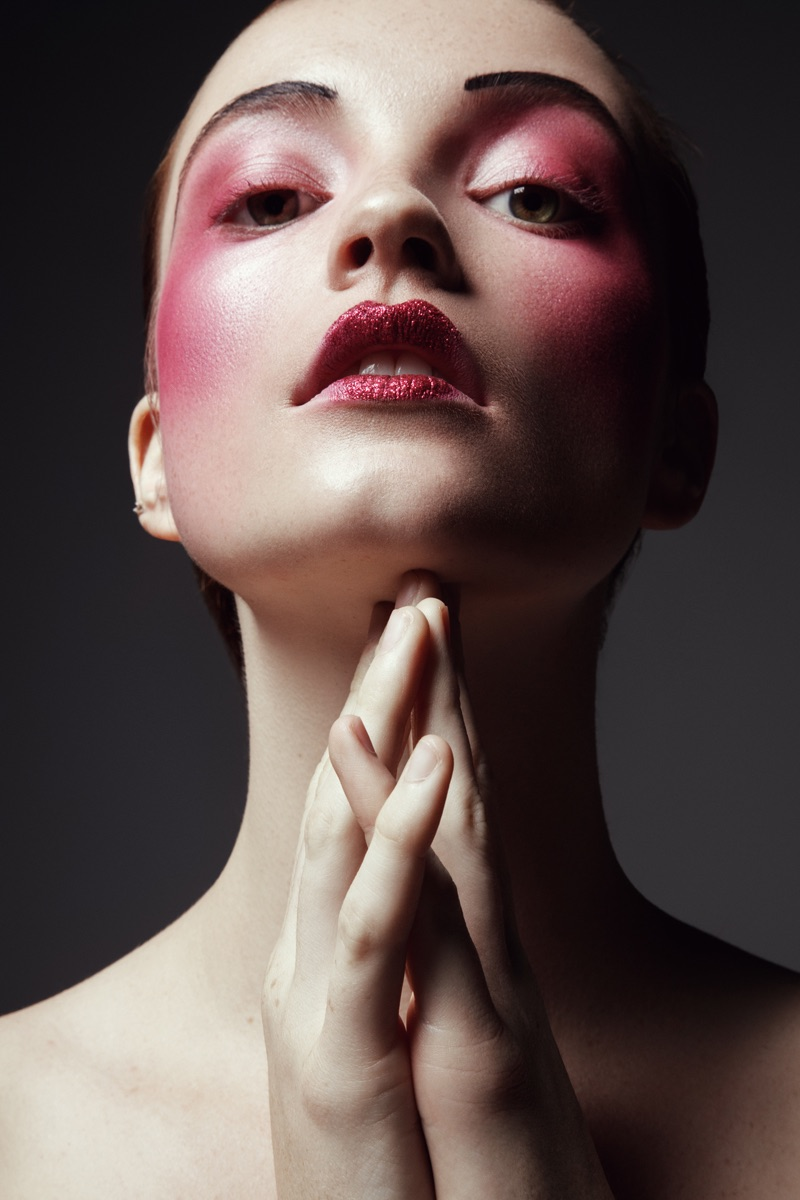 Model wears rouge hues. Photo: Jeff Tse