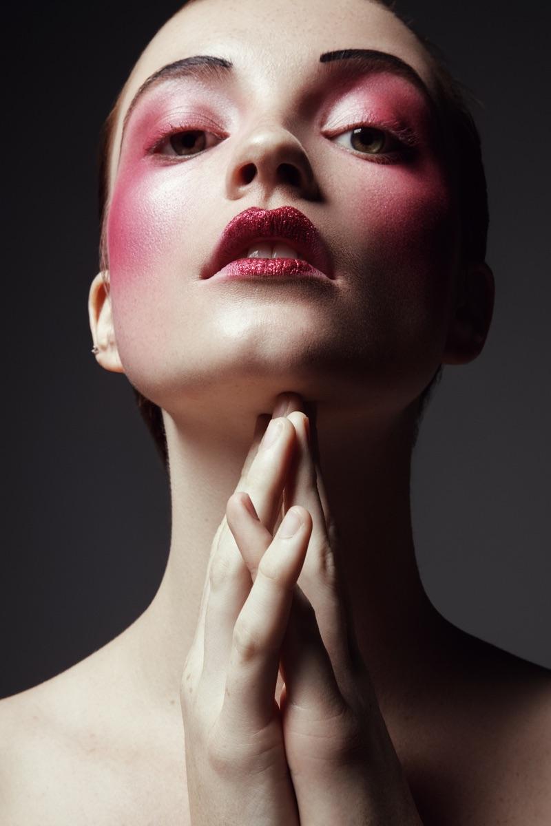 Model wears rouge hues. Photo: Jeff Tse
