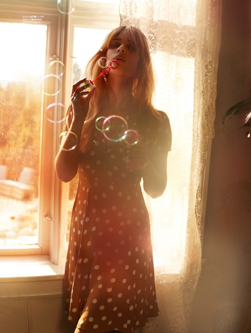 Blowing bubbles, Lise Olsen models polka dot print byTiMo dress