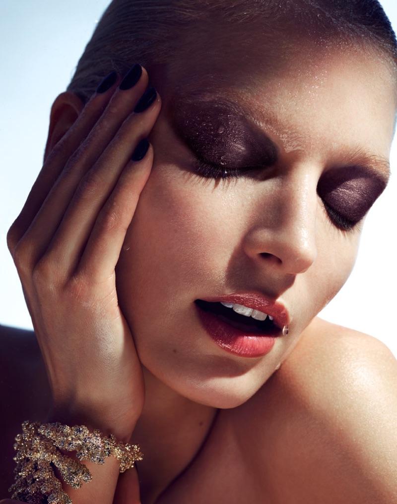 Melissa Tammerijn gets her closeup in smokey eyeshadow