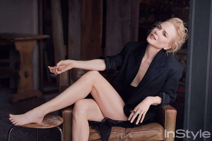 Nicole Kidman poses in boxy jacket and skirt look