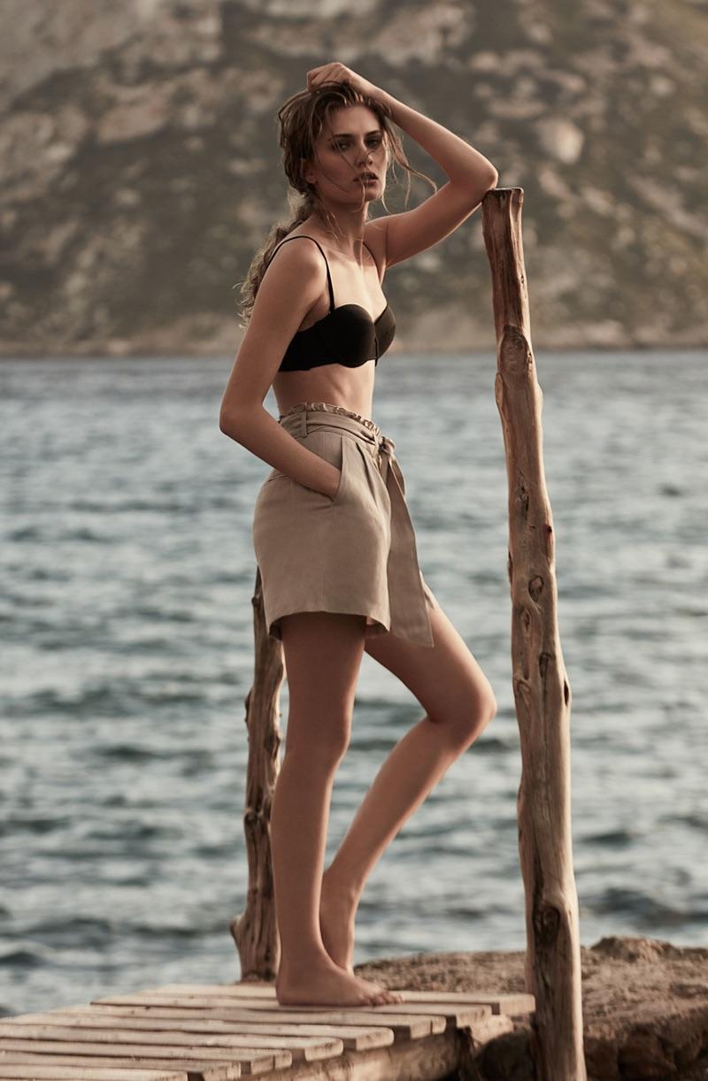 REISS Mirtha T Underwired Bikini Top $85 and Tamson Linen-Blend Shorts $160