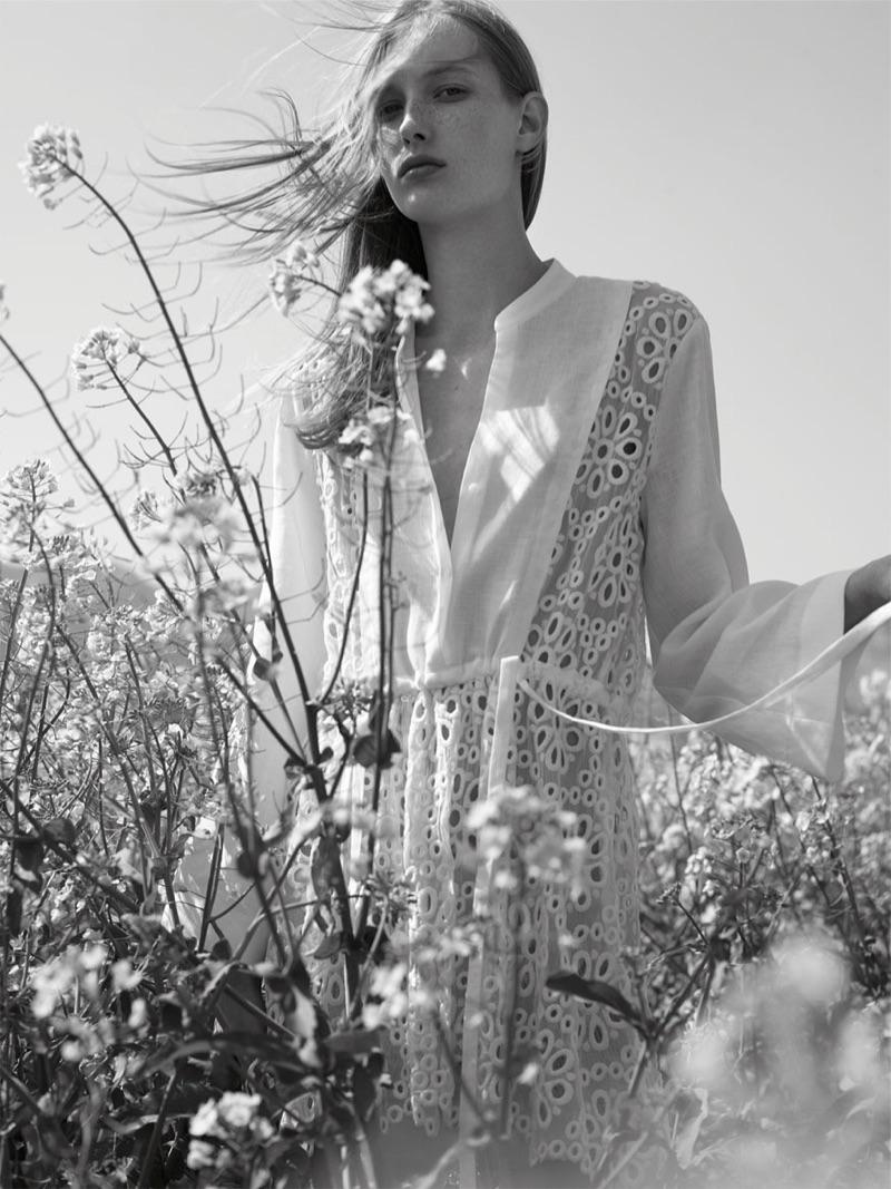 85fdb17776a9 Mica Arganaraz models Zara Textured Jacket