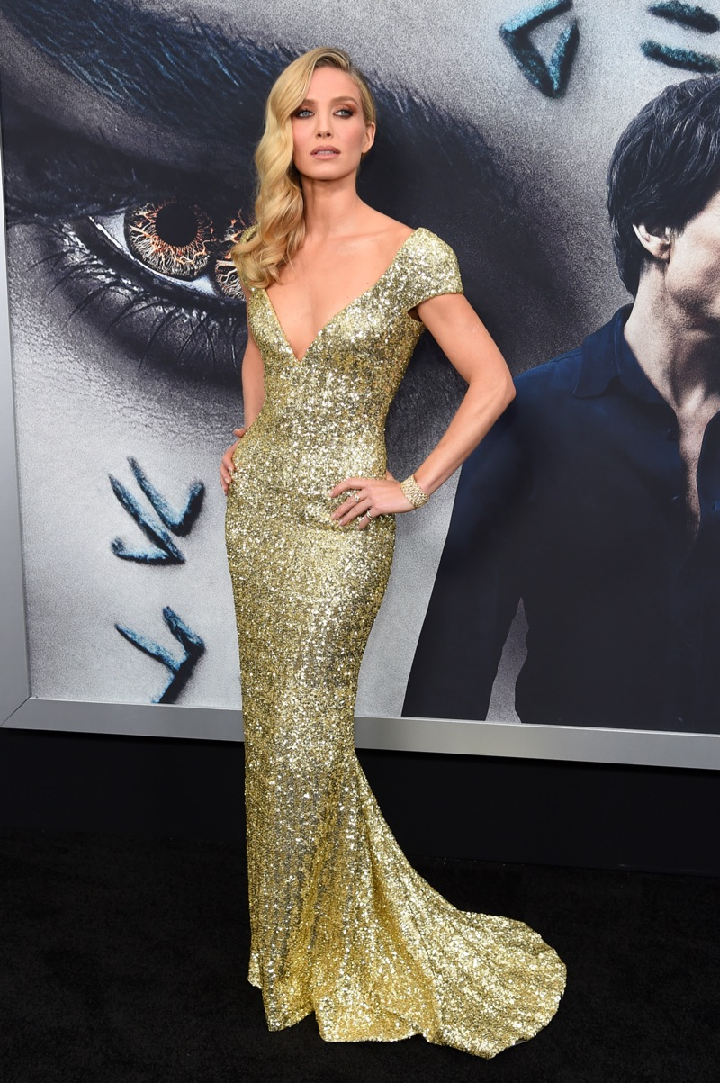 Annabelle Wallis Glitters in Giorgio Armani at 'The Mummy' Premiere