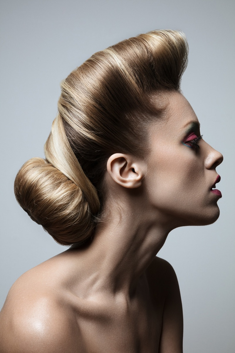 Hillary Holmes models sleek hairstyle. Photo: Jeff Tse