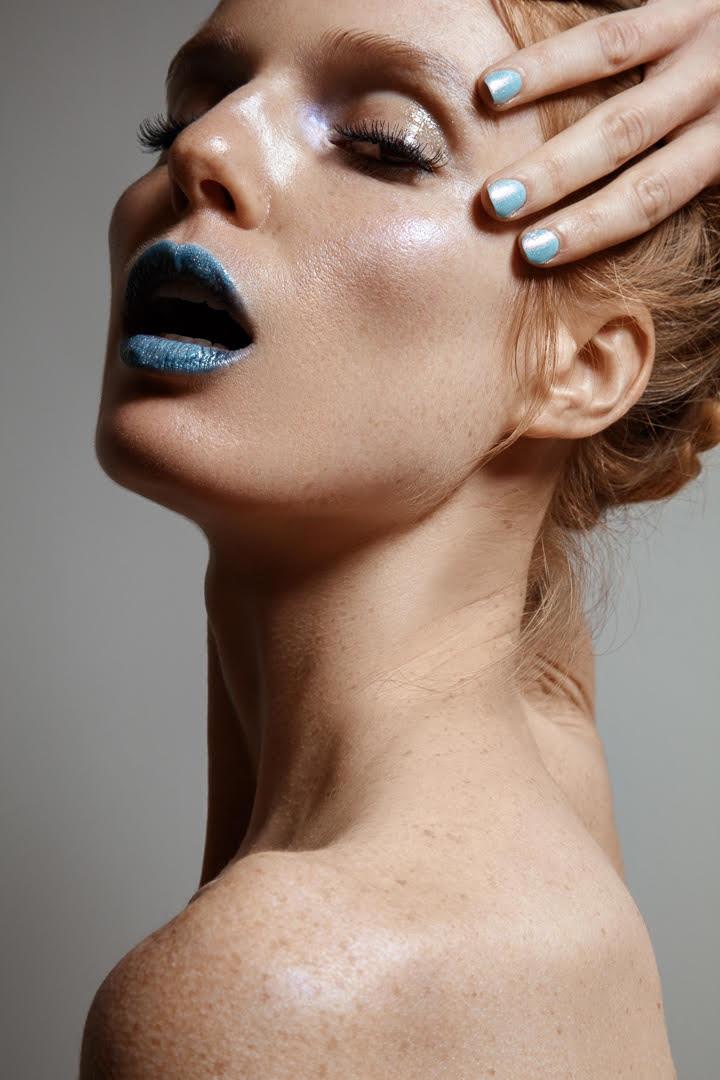 Model Nell Rebowe flaunts a blue manicure. Photo: Jeff Tse