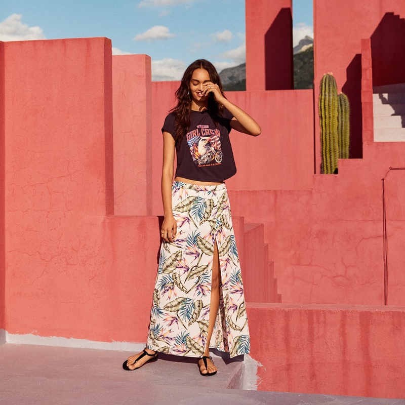 H&M Graphic T-Shirt, Long Viscose Skirt and Toe-Post Sandals