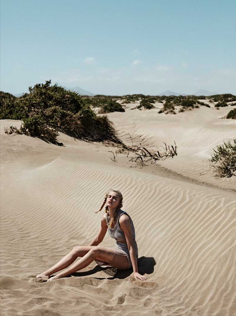 Isabel Scholten Models Neutrals in the Desert for Glamour Italy