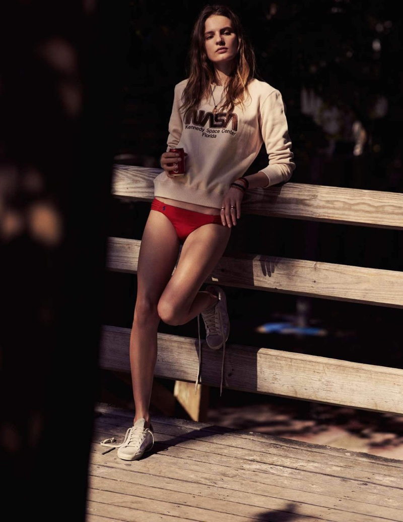 Tilda Lindstam Poses in Relaxed Summer Styles for ELLE France