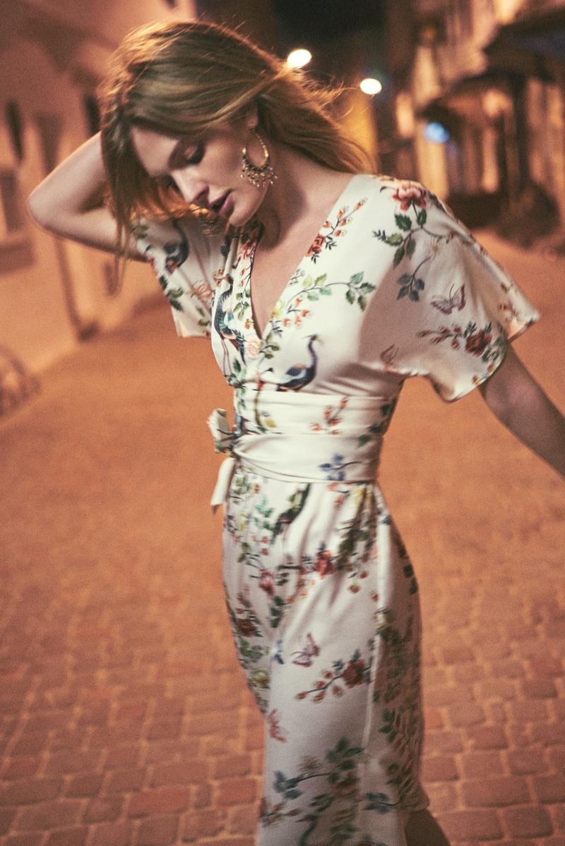 Constance Jablonski models floral print dress in Anthropologie's September 2017 catalog
