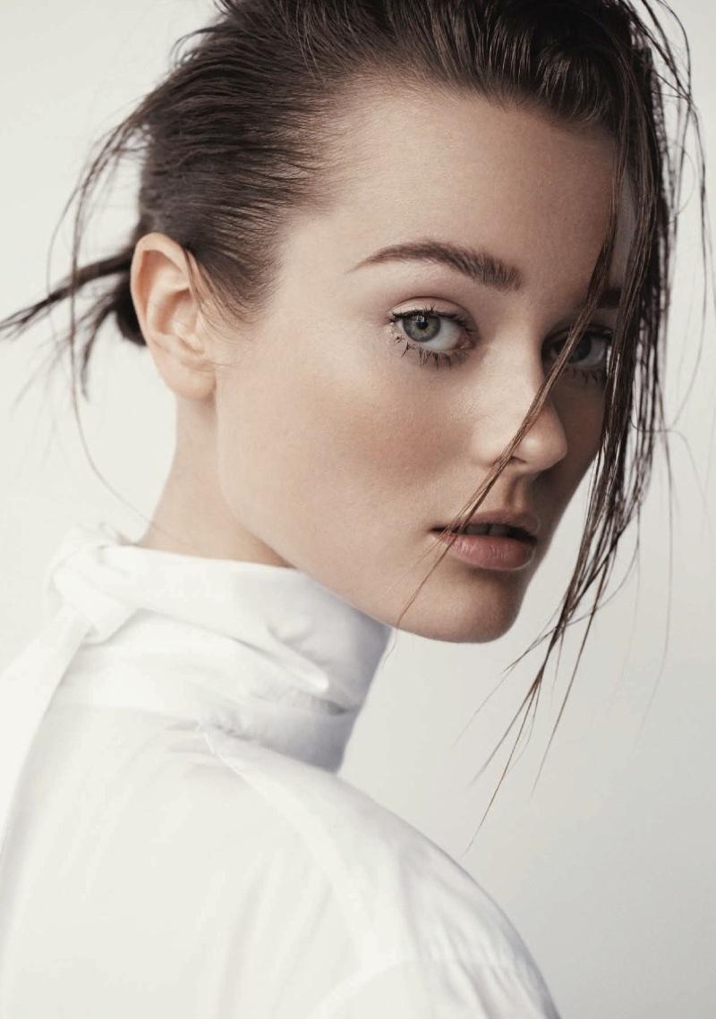 Jac Jagaciak Wears Effortlessly Chic Looks in Harper's Bazaar Turkey