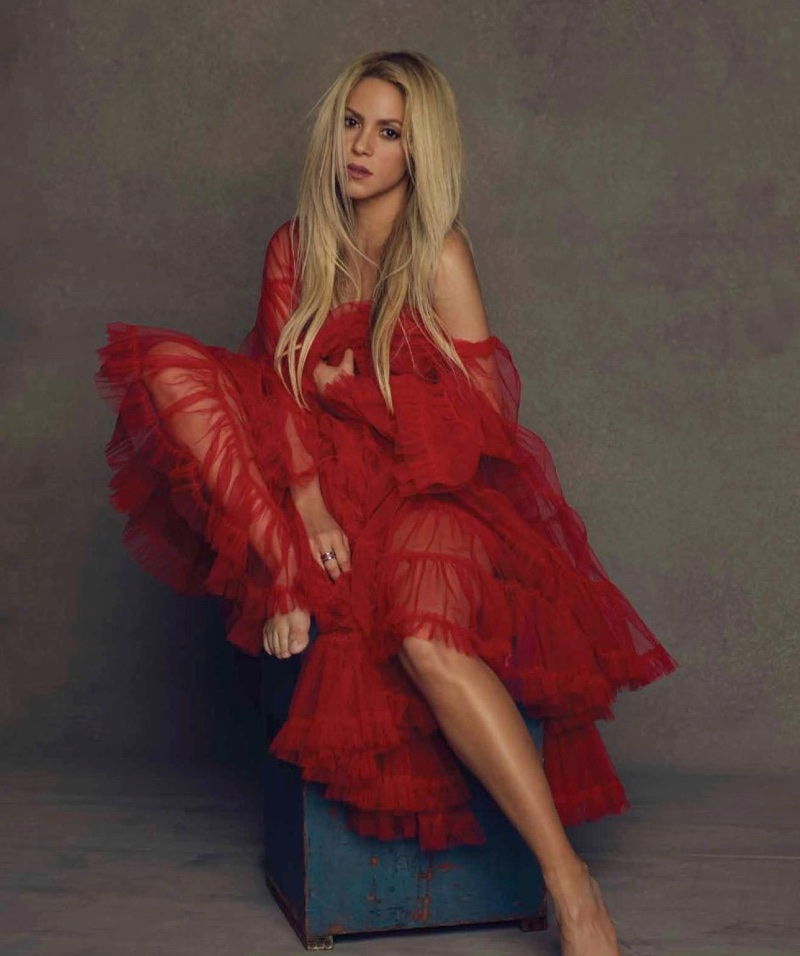 Looking red-hot, Shakira poses in YolanCris cape