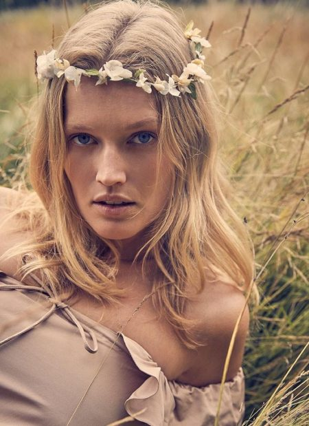 Toni Garrn is a Vision in Lingerie Styles for Paris Match