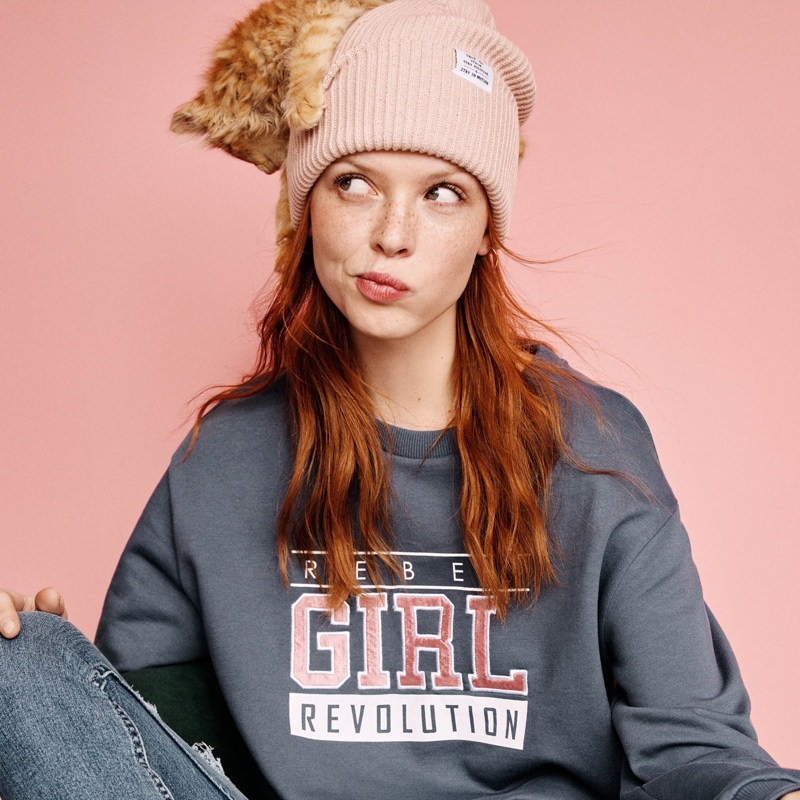 H&M Rib-Knit Hat, Sweatshirt with Motif and Slim High Trashed Jeans