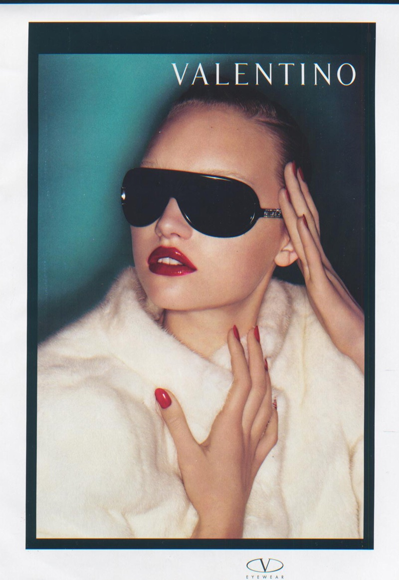 An image from Valentino fall-winter 2006 Eyewear campaign